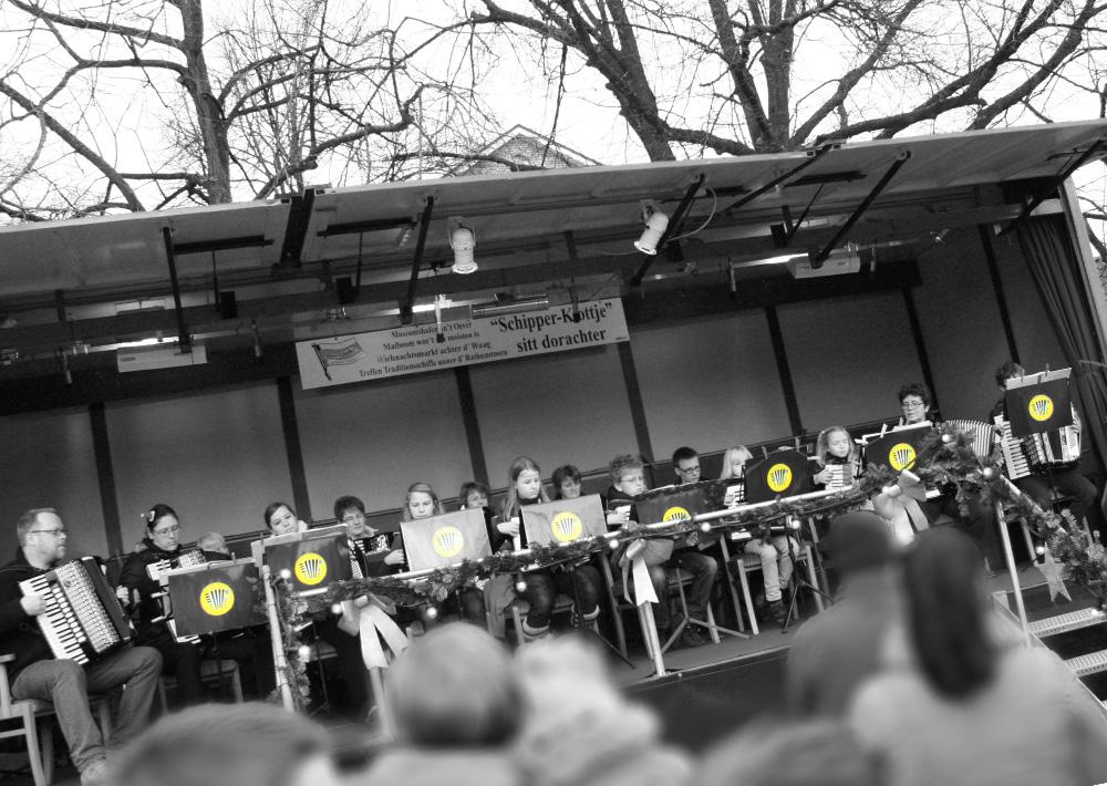 Waageplatz Akkordeon Orchester Leer B/W